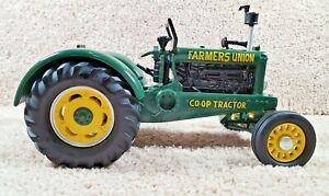 Spec Cast 1:16 Scale Diecast Farmers Union Co-op NO.3 Wide Front Farm Tractor