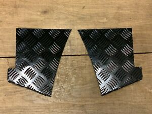 Gloss Black Rear Corner Chequer Plate Alloy Pair / Set - Land Rover Defender 90