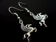 Un PAR DE Dangly Pegasus Lindo Pendientes de caballo volador. Nueva.