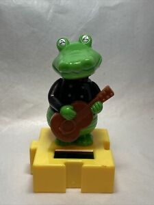 New Solar Powered Dancing Toy Bobble Head Musician Alligator With Guitar