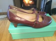 """Ladies """"CLARKS"""" Leather Tan Shoes Sz 6/39.5 ( Barely Worn)"""