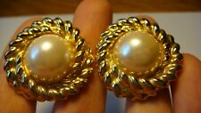 VINTAGE GOLD TONE FAUX PEARL TWISTED ROPE EDGES DESIGN PIERCED EARRINGS ESTATE