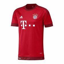 Fußball-Trikots vom FC Bayern München