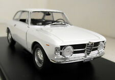 ATLAS Scala 1/24 ALFA ROMEO GIULIA GT 1300 Junior 1966 + Custodia pressofusione modello auto