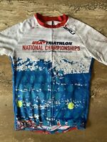2018 USA Triathlon National Championships 2XU Cycling Jersey (Mens Medium) Rare