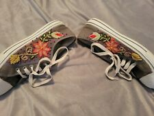 Gray Embroidered tennis shoes. size 9