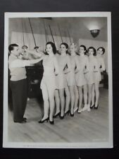 LEROY PRINZ SHOWING SEXY PARAMOUNT SHOWGIRLS HOW TO FENCE VtG 1935 PHOTO