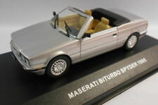 Véhicules miniatures gris IXO pour Maserati