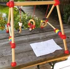 Bieco Babygestell, Spieltrapez aus Holz - mit Spielfiguren