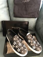VINCE CAMUTO SNEAKERS FLOWER EMBELLISHED/GLOSSY BLACK LEATHER SIZE 7 SUPER CUTE!
