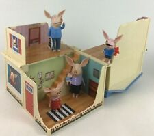 Olivia the Pig House Playset with Unfolding Transforming House and 4 Figures
