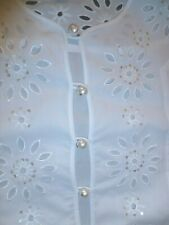 T-SHIRT  WITH LACE AND PEARLS BUTTONS SIMILAR CHANEL  OF ITALIAN DESIGNER