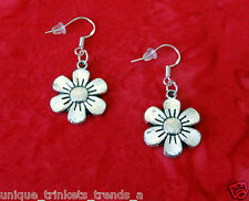 VINTAGE STYLE DAISY FLOWER SILVER DANGLE EARRINGS~MOTHERS DAY GIFT~STERLING HOOK
