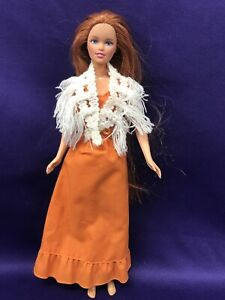 BARBIE DOLL WEARING ORANGE FULL LENGTH DRESS AND WHITE SHAW. MATTEL 1995. (BD225