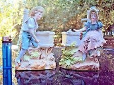 Jolie paire de vases sujets enfants en porcelaine fin 19 ème début 20 ème