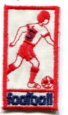 FOOTBALL FOOTBALLEUR SOCCER ROUGE VIF écusson / patch 5.8X3 cm