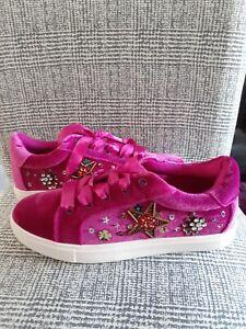 Ladies Betsey Johnson Magenta Deck Shoes Size 8