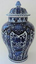 Petrus Ragout à Maastricht (Pays-Bas) : vase couvert en faïence bleue de Delft.