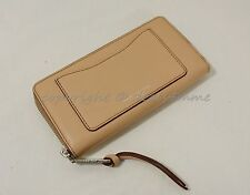 NWOT MARC By Marc Jacobs M0008168 Recruit Continental Wallet in Nude - Beige