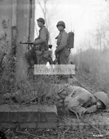 WWII photo Soldiers of the 29th Infantry Division of the US Army are hiding b 72