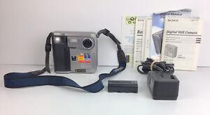 Sony Mavica Digital Still Camera - 3 1/2-inch Floppy Disk (MVC-FD5)