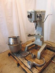 Hobart D-300 30 Quart Mixer With Paddle, Whip & Hook. Works Good S5965