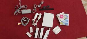 Nintendo Wii Konsole mit Controllern & zwei Spielen