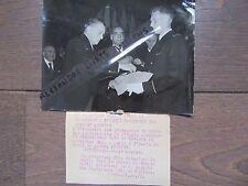 PHOTO DE PRESSE 1955 PRÉSIDENT COTY ECOLE ARTS ET METIERS REMET CROIX DE GUERRE