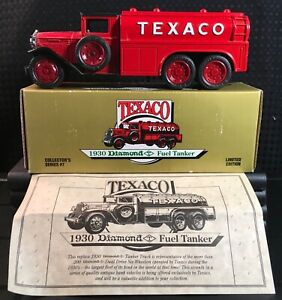 NIB Ertl 1:34 Scale Die-Cast Red 1930 DIAMOND T TEXACO FUEL TANKER Coin Bank