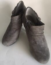 NWOB Me Too Level Booties Heels Shoes Gray Suede Leather Side Zip Bow Detail 9M