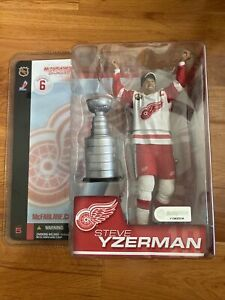 "McFarlane's Steve Yzerman 03' NHL Series 6 Detroit Redwings 6"" Action Figure Vtg"