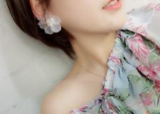 Boucles d'oreilles originales fleurs transparentes perles à facettes originales