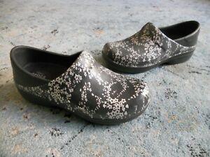 CROCS Women's Size 7 Slip On Clogs Neria Pro Graphic Floral Triple Comfort Shoe