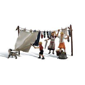 Painted Wash Day Getaway (OO/HO figures) Woodland Scenics A1936 B3