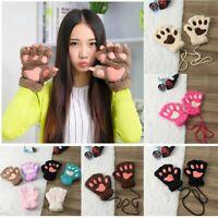 les femmes charmante fluffy l'hiver garder chat les doigts les gants la peluche