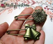 Christmas POINSETTIA & JINGLE BELLS Vintage Style Shawl Pins Scarf Brooches Set