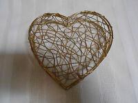 BEAUTIFUL VINTAGE BRASS WIRE HEART HINGED TRINKET JEWLERY STASH BOX WITH CLASP