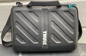 Thule Sweden Gauntlet 13 x10 Laptop Case Black Tablet Sleeve Case