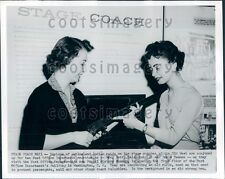 1960 Women Examine Old Rifle Postal History Museum DC Press Photo