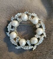 Gerry's Vintage Silvertone leaf wreath Brooch costume jewellery
