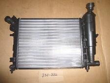 Peugeot 106 radiateur de refroidissement VALEO 732882 (1330A7)