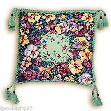 Riolis 1234  Coussin Floral motif Pensées  Kit Broderie Point de Croix compté