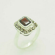 w/Marcasite Accents Cocktail Ring 6 Sterling Silver/925 0.50ct Emerald Garnet