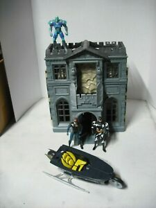 1997 Batman & Robin Wayne Manor Batcave, Selling with 3 Action Figures