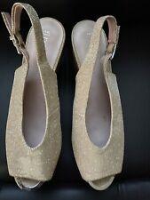 Señoras Oro Brillo Zapato PEP TOE TALLA 8 usado una vez