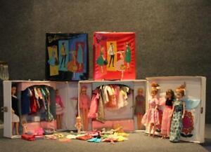 Vintage Barbie Mattel Lot w/ 8 Dolls Clothes w/ Trousseau 4 Cases & Accessories