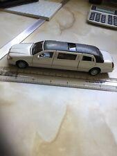 Kinsmart 1/38 Lincoln Town Car Stretch Limousine 1999 No KT 7001
