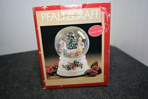 Pfaltzgraff Christmas Heritage Welcome 2000 Deck the Halls Musical Snow Globe