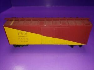 AS IS WOOD/METAL HO Scale REFRIDGERATOR F&TS 753281 ASSEMBLED KIT AS IS SEE PIC