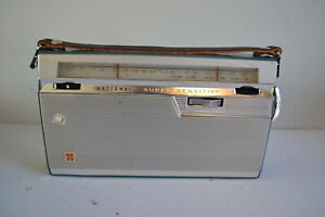 COLLECTABLE NATIONAL T220J, 9 TRANSISTOR RADIO 2 BAND.